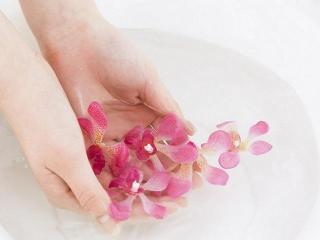 Уход за ногтями: рецепты и состав ванночек для улучшения ногтей и предотвращения их ломкости.