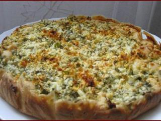 Пирог с творогом, брынзой и зеленью