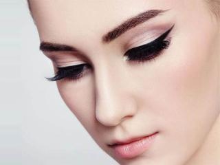 Рисуем правильные стрелки на глазах Фото стрелок, благодаря которым глаза выглядят фантастически