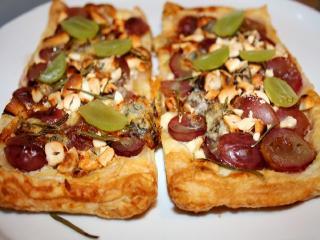 Пирог с виноградом и грецкими орехами