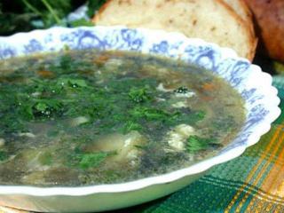 Суп из молодых побегов крапивы. Простой и вкусный вегетарианский рецепт первог блюда.