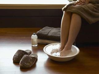 Профилактика простуды: ножные ванночки