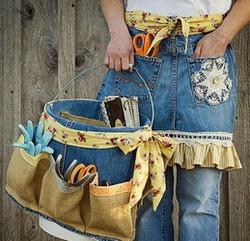 Сегодня мы с вами будем переделывать старые джинсы в предметы интерьера