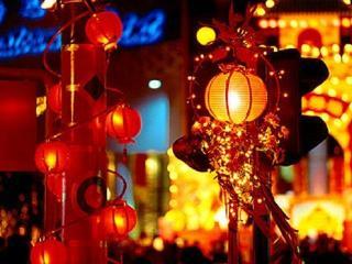 В 2014 году Китайский Новый год начинается 31 января 2014 года. Момент его наступления - это ночь с 30 января на 31 января 2014 года.