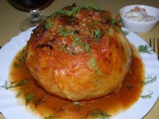 Кочан капусты, фаршированный мясом и рисом
