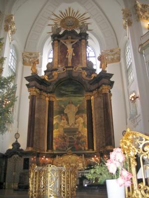 После рождественской службы прихожане слушали органную музыку... И это было волшебно....