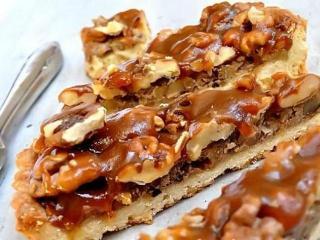 Пирог с вареньем и грецкими орехами