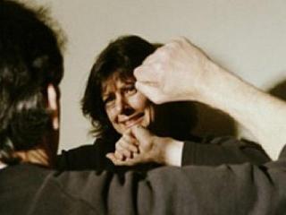 Муж бьет жену - не такая уж это и редкость. А что делать жене?