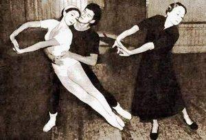 Когда газетные фотографии этой женщины попадали в руки мужчин, далеких от балета и даже не подозревавших, кто именно сфотографирован, – изображения вырезали, вешали на стенку и любовались, пока бумага не пожелтеет.