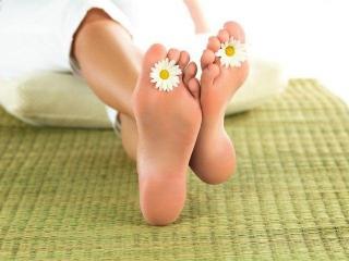 Уход за ногами. Лечение мозолей и трещин на пятках (рецепты красоты ваших ног)