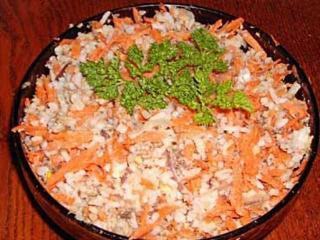 Рыбный салат с сухариками