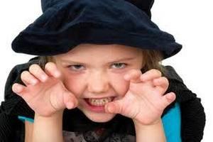 С детьми-Львами особых трудностей не возникает. Все, что надо при их воспитании – воспринимать их как взрослую личность, чаще делать комплименты и хвалить, и, конечно же, любить.