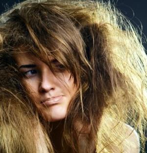 Пористые волосы: что делать?