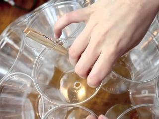 Светильник из стакана для украшения стола