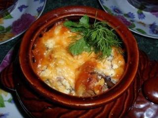 Рыба в горшочке под сырной корочкой