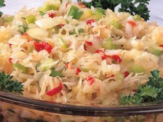 Зимний салат с квашеной капустой и солеными огурцами