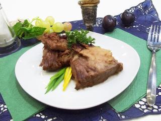 Запеченный свиной ошеек в пряном соусе. Рецепт с фото