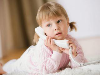 Один в квартире: когда ребенка можно оставить дома без присмотра и как это организовать?