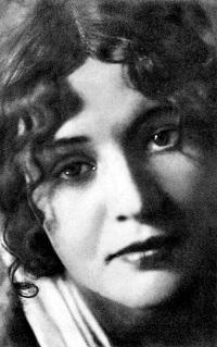 Жизнь Зинаиды Райх исполнена трагической силы, ни в чем не уступающей ее искусству актрисы.