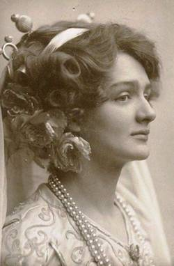 Мирра Лохвицкая четко проводила грань между томностью и мистицизмом литературной маски – и собственной реальной натурой