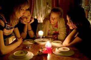 На Рождество и в Святки на Руси гадали. И в наше время многие стараются в эти праздничные дни заглянуть в будущее