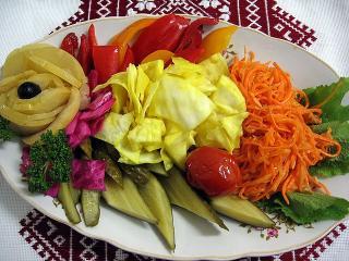 Ассорти овощное: два способа приготовления маринованных овощей