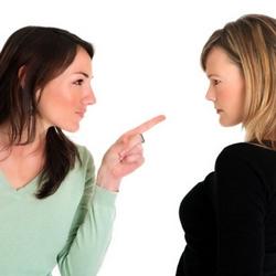 Нельзя вступать в открытую конфронтацию, но и нельзя вести закулисную войну, постоянно «промывать» мужу мозги
