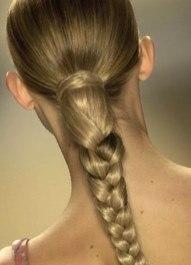 Плетение кос - это способ сохранить аккуратность прически на весь день. А разнообразие схем плетения кос позволяют всегда выглядеть свежо и нестандартно.