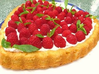 Торт на День святого Валентина «Малиновое сердце»