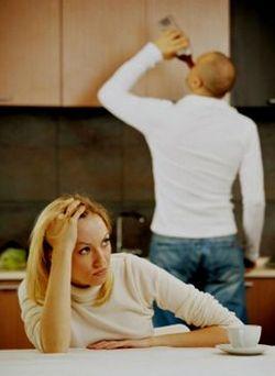 Если бы мужчин с детства учили, что мужские качества – это порядочность, ответственность, верность, а не полигамия, которой сейчас оправдывают любую измену, разводов меньше стало бы – точно!