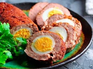 Рулет с яйцом.