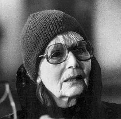Последний фильм с ее участием был закончен в 1941 году. Дожила она до 1990-го.