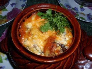 Грибы с картофелем, запеченные в горшочках