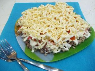 Мясной салат с помидорами. Рецепт с фото