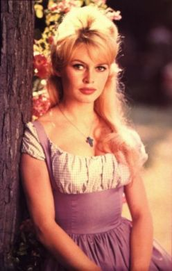 Брижит оказалась чуть ли не первой европейской актрисой, которую признали секс-символом даже американцы, а ведь у них уже была своя Мэрилин Монро.