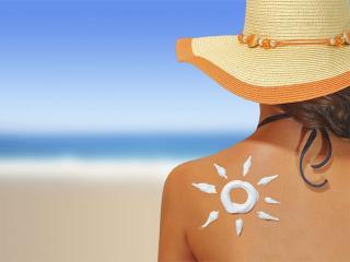 Рецепты, помогающие защитить кожу от загара и устранить его неприятные последствия