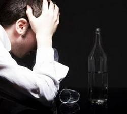 Трудный выбор между семьей и пьянством мужчины часто делают в пользу бутылки