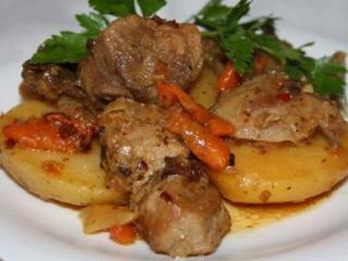 Сливочное жаркое из свинины с шампиньонами