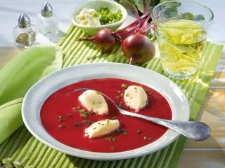 Свекольный суп с клецками
