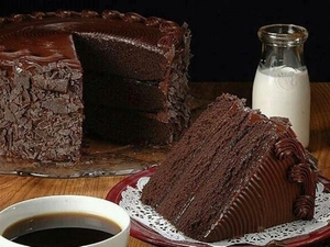 Простой рецепт приготовления торта со сгущенкой
