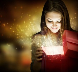 А что делать, если ваш мужчина по каким-то своим соображениям вообще не дарит вам подарки?