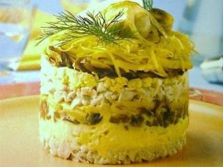 Куриный слоеный салат с ананасом